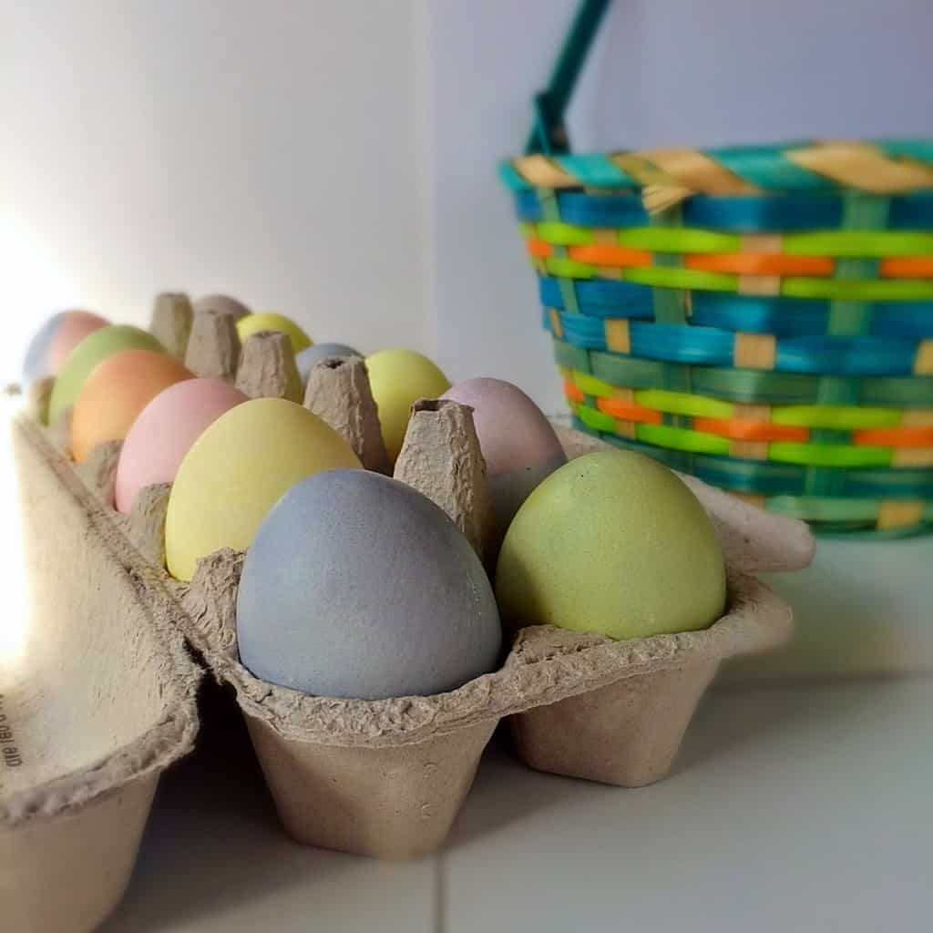 Naturally dyed Easter eggs. Beautiful spring colors created with natural ingredients. Quick and Easy instructions. Great for kiddos
