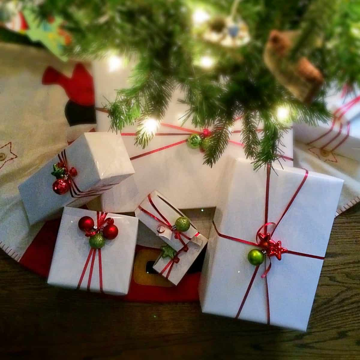 Simple and Fun Christmas Gift Wrap - Twitchetts
