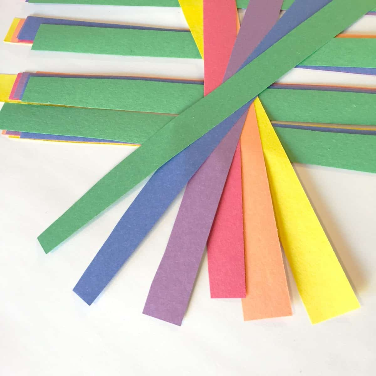 Rainbow Paper Shamrocks ~ St Patrick\'s Day Crafts for Kids - Twitchetts