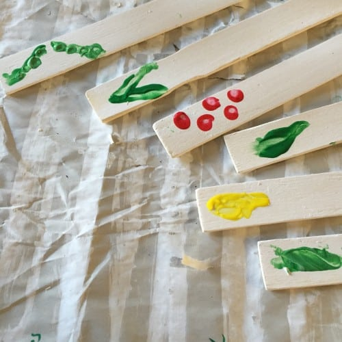 These easy garden markers fun to make with your kids. They will love making these fingerprint garden labels!