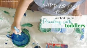 Read these tips for painting with toddlers! Introducing your little ones to arts and crafts early is so important!