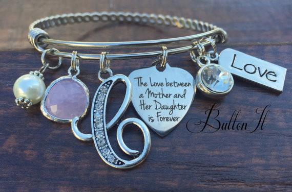 Charm Bracelet // buttonit