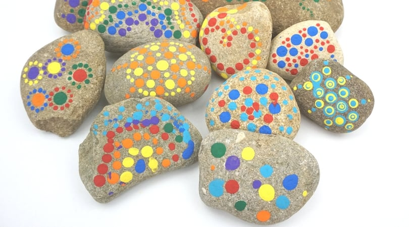 Dot Painting on Rocks ~ An easy technique for painting on rocks