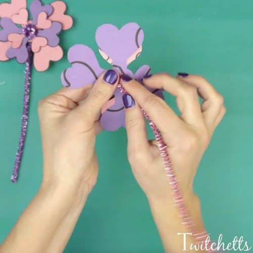 Did you know that hearts make amazing construction paper flowers? Let us show you how easy and fun this craft is to complete. From Valentine's Day fun to a creative gift on Mother's Day!