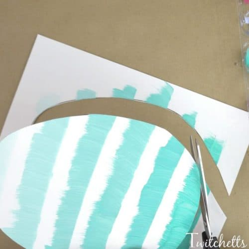 This beautiful ombre Easter Egg art project teaches kids about creating lighter and darker colors while making a fun Easter art project that kids will love! Grab some paints and lets explore this fun creative painting method!