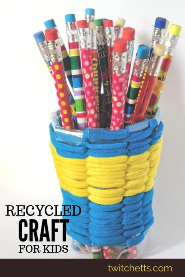 How to make a recycled pencil holder using a plastic bottle and t-shirt yarn. #twitchetts