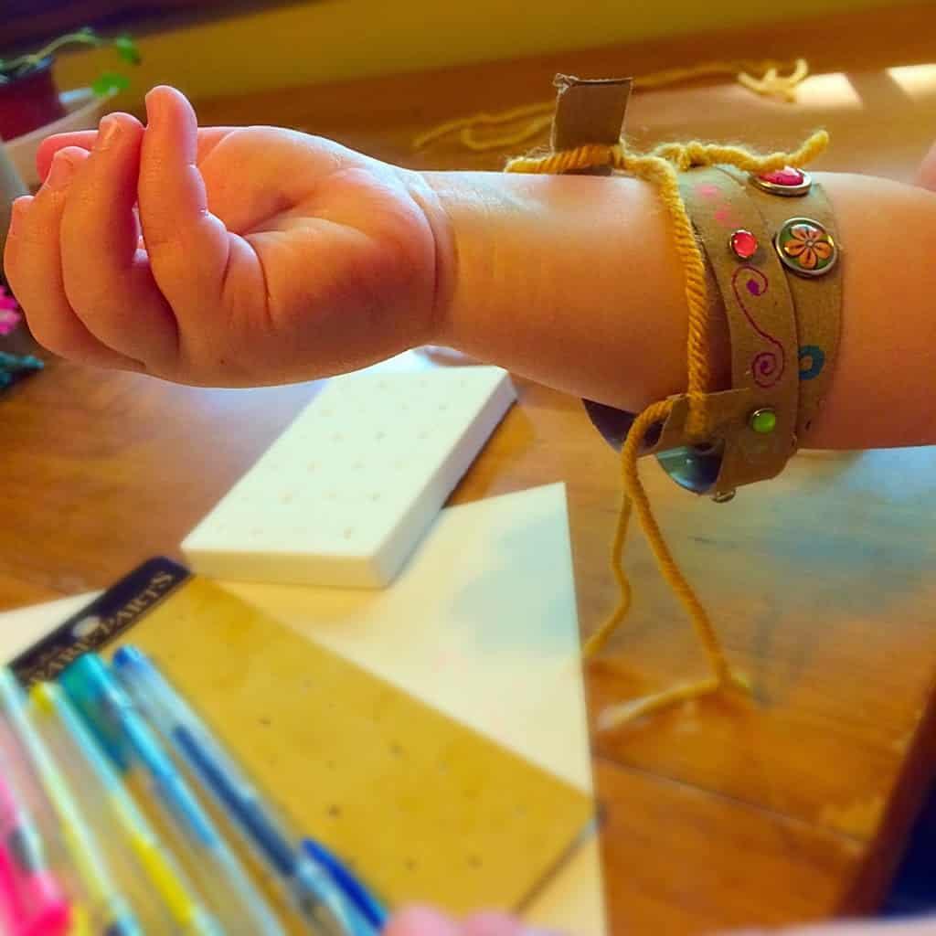 Toddler Craft ~ Toilet Paper Roll Bracelets
