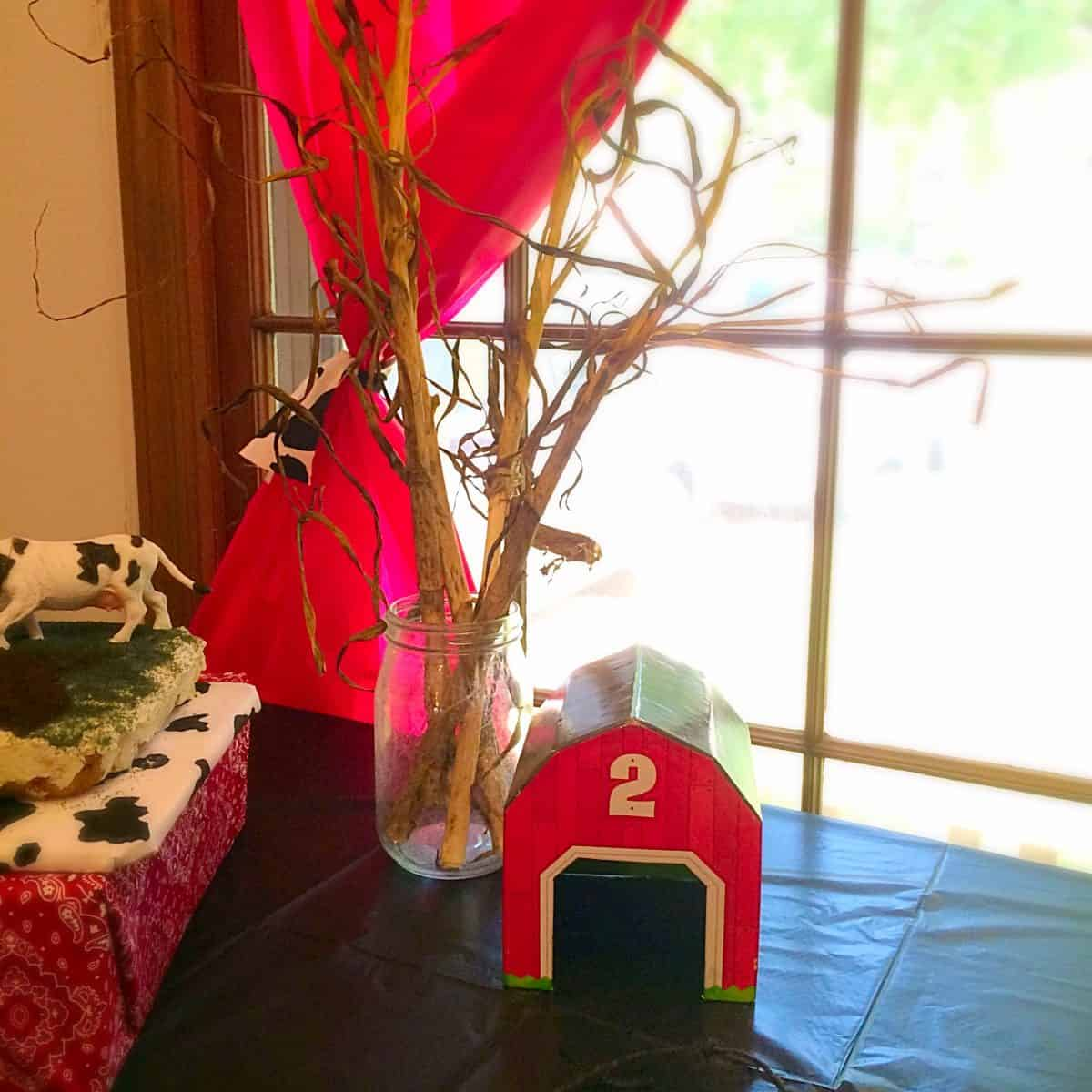 Farm Animal Birthday Party. Decoration ideas, farm food, activity, and fun drinks!