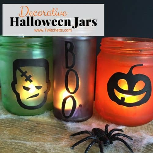 These decorative Halloween jars are easy and fun to make. Kids will love helping to create the Halloween decorations! #halloweenjars #decorativejars #halloween #decor #craftsforkids #twitchetts