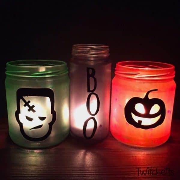 These decorative Halloween jars are easy and fun to make. Kids will love helping to create these recycled Halloween decorations!