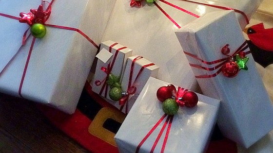 How to make simple and fun Christmas gift wrap