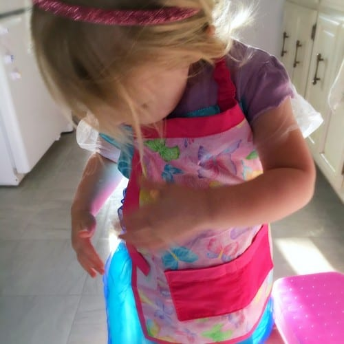 Cooking with kiddos can be fun and exciting. But it can also be stressful. These tips can keep your kids helping in the kitchen while you maintain your sanity.
