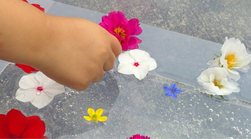 3 fun ways to play with a simple flower sensory bin