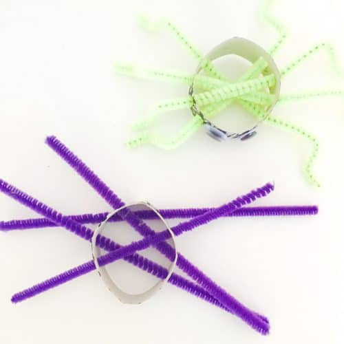This Fine Motor Spider Craft is a great way to have some fun while developing your little ones fine motor skills.