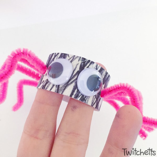 Spider craft with pipe cleaners