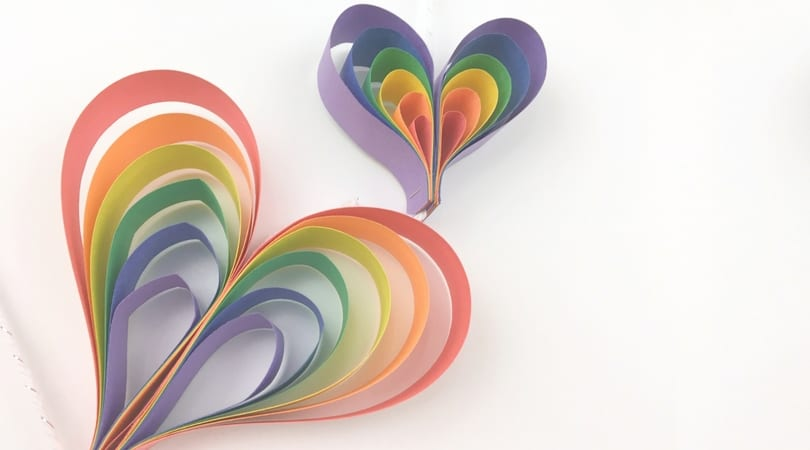 Create a spinning rainbow heart mobile using construction paper. Fun kids rainbow art project that is a perfect rainbow craft for preschoolers, kindergarteners, and kids of all ages!