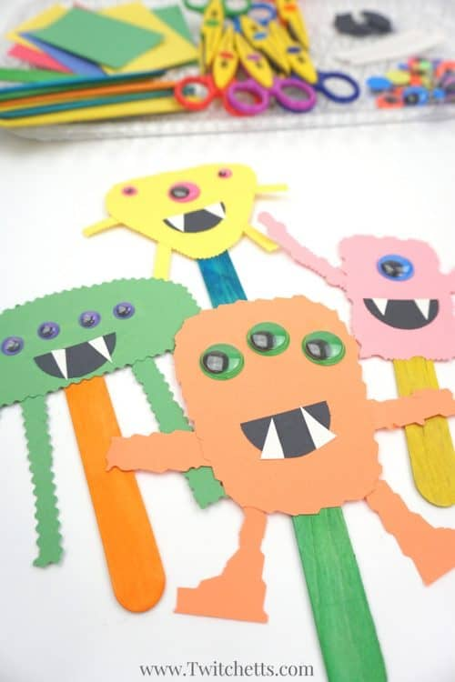 These construction paper monsters will build cutting skills while creating fun and easy Halloween Crafts for Kids. Perfect for an afternoon craft or a quick addition if you are hosting a Halloween party for kids! #monster #papermonster #monsterpuppet #halloween #invitationtoplay #craftsforkids #twitchetts