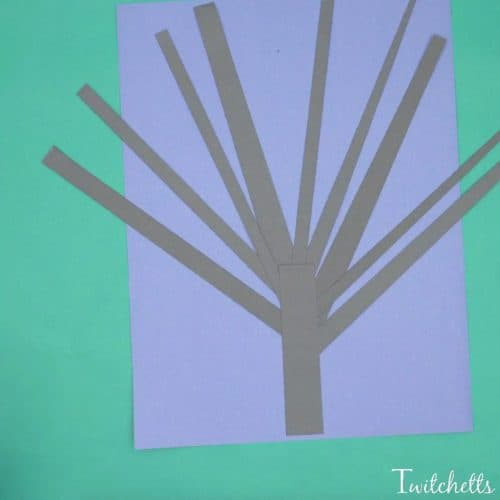A 3D Tree that perfect for Halloween.  Use construction paper to create a cute and creepy paper tree that stands out!