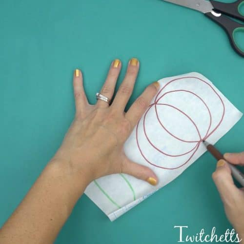 A simple pumpkin themed fine motor activity combines construction paper and contact paper to create a fun pumpkin craft. This activity for preschoolers is perfect for fall, Halloween, or Thanksgiving.