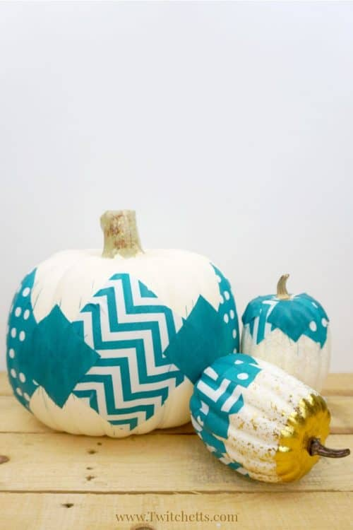 This teal fabric pumpkin craft is the perfect addition to our teal pumpkin ideas. A Halloween craft that's perfect for kids and adults! #fabriccraft #plasticpumpkin #falldecor #halloween #tealpumpkinideas #foodallergies #twitchetts