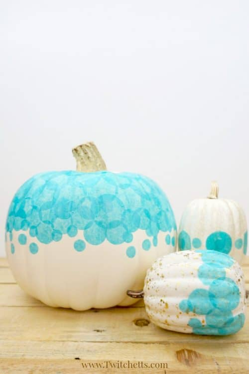 Create a teal tissue paper pumpkin that you can use to decorate your porch this Halloween. Fun teal pumpkin ideas for this year! #tealpumpkin #tissuepaper #halloween #fall #foodallergies #noncandy #trickortreat #twitchetts