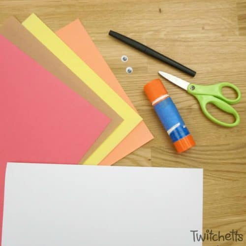 Let your little one work on theirscissor skills while creating an adorable paper turkey! This Thanksgiving craft for kids is easy to set up and takes very little instruction from adults.