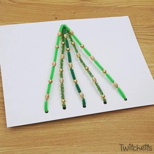 Make this fun pipe cleaner Christmas tree. Sneak fine motor skills into a fun craftivity and you'll end up with a super proud preschooler. #pipecleaner #christmastree #craft #activity #craftivity #preschooler #finemotor #beads #kidscrafts #twitchetts