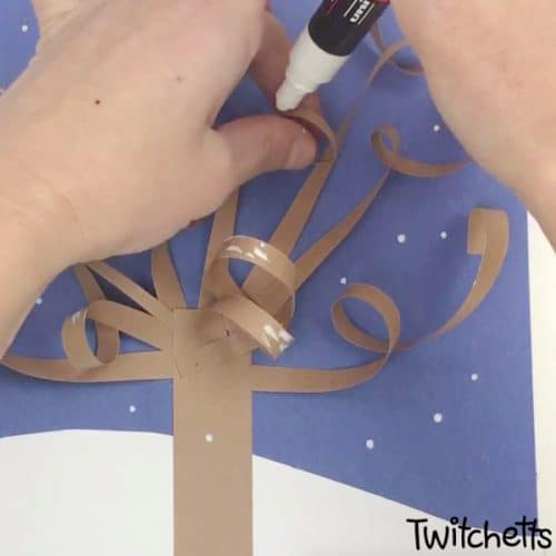 A 3D Winter Tree Craft that will make people say wow! It's an easy paper craft that is perfect for kids of all ages. #wintertree #wintercraft #constructionpaper #3dpapercraft #papertree #twitchetts