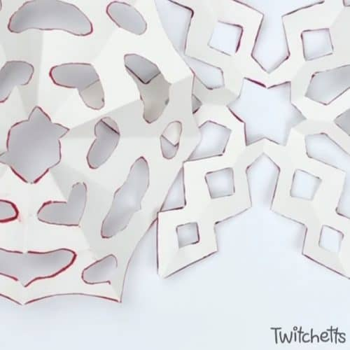 Make a six-sided snowflake paper craft with inked edges. They are perfect for winter decorating, classroom craft projects, or creating winter cards. The inked edges make the white paper pop! #snowflake #sixsided #papersnowflake #howtocutasnowflake #wintercraft #classroomcraft #classroomdecor #winterdecor #twitchetts