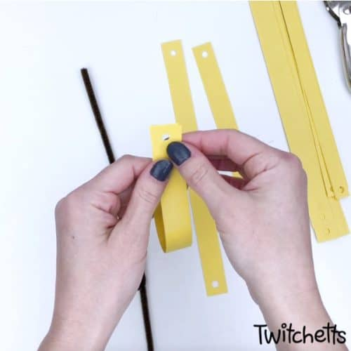 simple paper sunflower craft to make with kids this spring #twitchetts