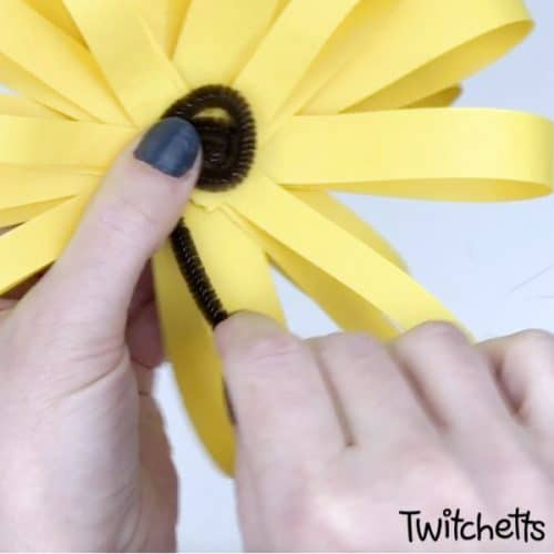 easy sunflower craft for kids perfect for summer #twitchetts