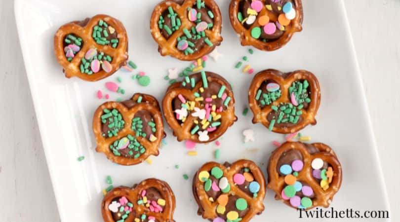 Easter pretzel treats with rolos. An easy Easter treat for kids to make and share with their friends this spring. #twitchetts
